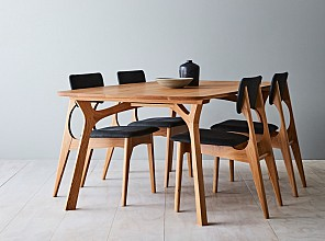 Lyssna Dining Table